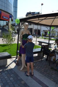 andreea_melinescu_water_muse_puppets_occupy_street_craiova_floraria_april3